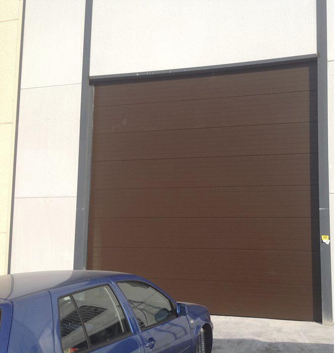 Puerta autom tica seccionale para naves industriales cerramientos lacar - Puertas para naves industriales ...